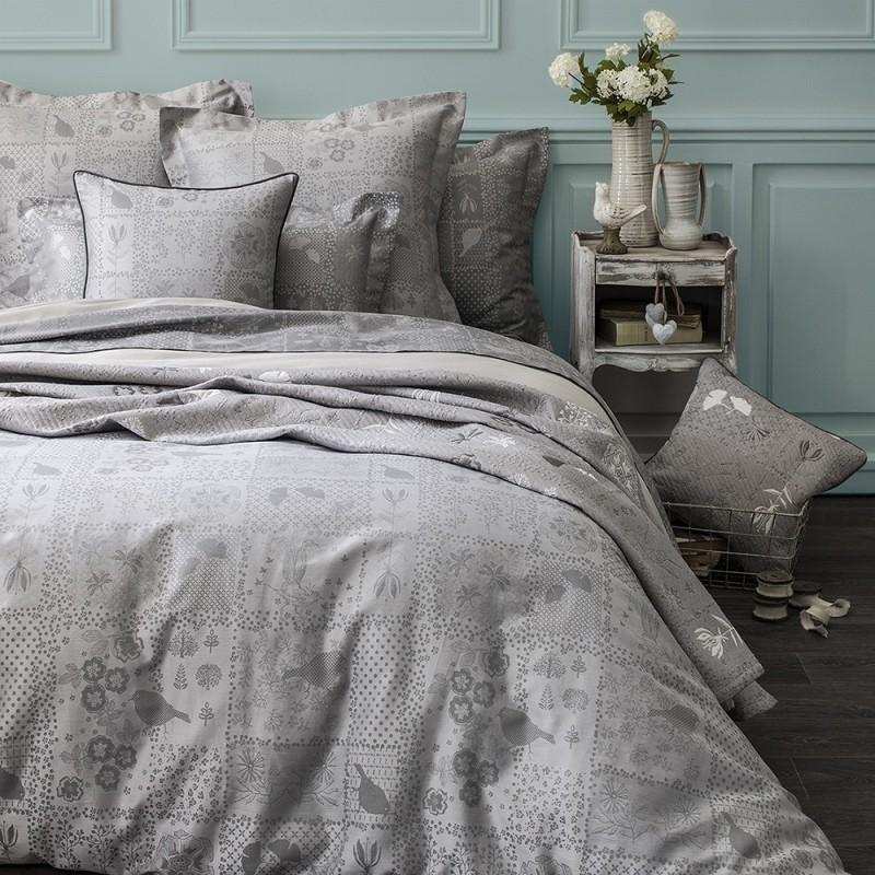 plaid canap bout de lit patchwork romantique. Black Bedroom Furniture Sets. Home Design Ideas