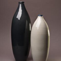 Ensemble Vase bouteille design céramique Collection Sud cendre et perle, Atelier Romain Bernex