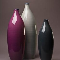 Ensemble Vase bouteille design céramique Sud perle, framboise et cendre, Bernex