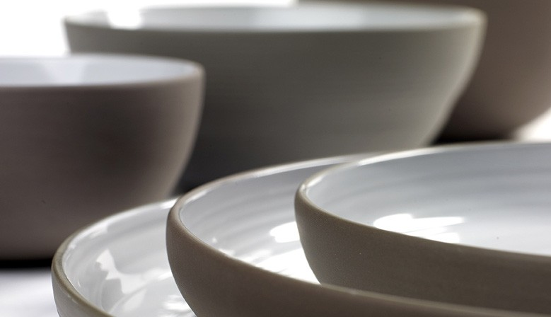 Vaisselle en porcelaine moderne Dusk de Martine Keirsebilck, pour Serax
